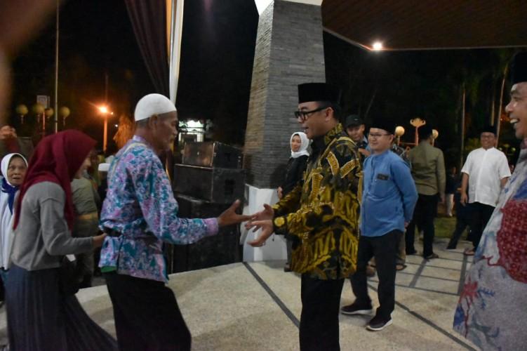 Tangis Haru Warnai Kepulangan 188 Jemaah Haji Way Kanan