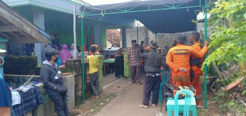 Tangis Keluarga Pecah Saat Jenazah Korban Tenggelam Tiba di Rumah