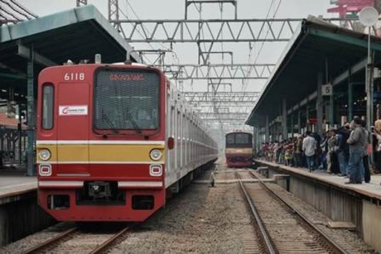 Tawuran di Manggarai, Perjalanan Kereta Terganggu