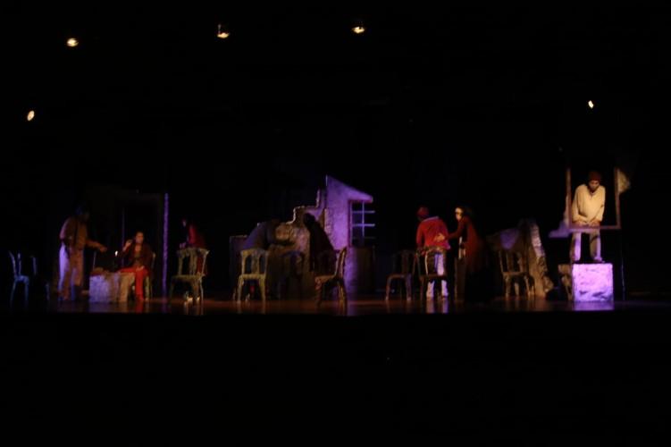 Teater I Tampilkan Naskah Kursi-kursi