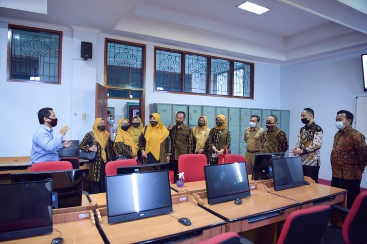 Universitas Terbaik di Lampung Teknokrat, Jadikan SMKN 3 Sekolah Berbasis IT