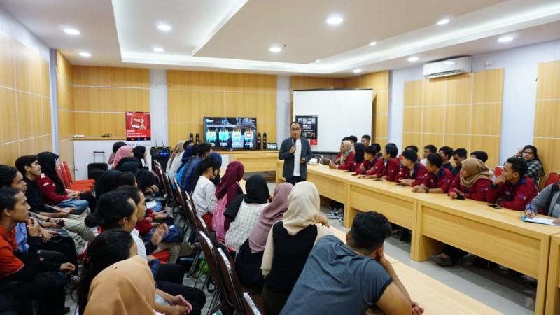 Telkomsel Bekali Mahasiswa Ilmu <i>Public Relation Modern</i>