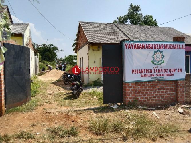 Tembok Penutup Akses Ponpes Darul Ulum Pesawaran Dibongkar