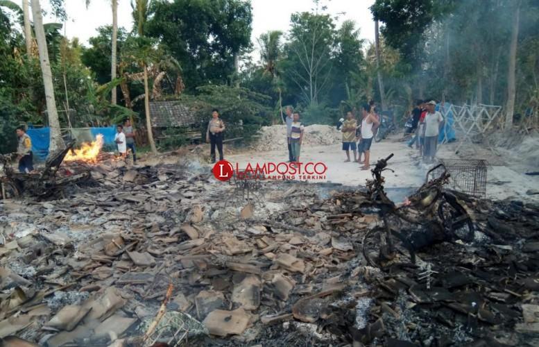 Terbakar, Rumah Warga di Bangunan Rata dengan Tanah