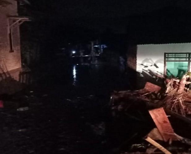 Teriakan Banjir Terdengar saat Salat Magrib