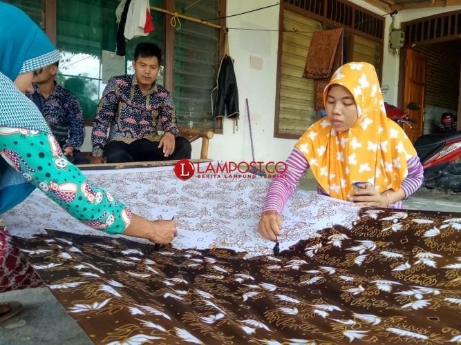 Tersaing Batik Printing, Eksistensi Batik Tulis Terancam