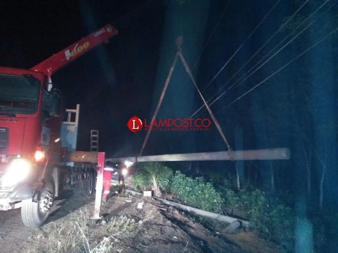 Tiang Listrik di Simpang Asahan Diperbaiki