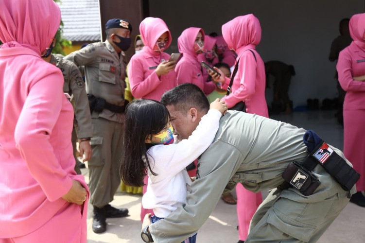 Tiba di Lampung, Pasukan Operasi Amole I Disambut Haru Keluarga