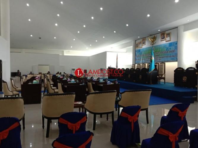 Tidak Kuorum, Rapat Paripurna DPRD Pesisir Barat Ditunda