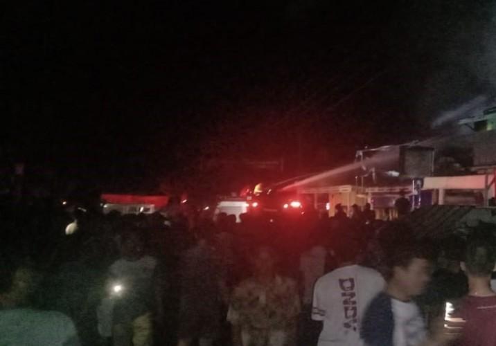 Tiga Kios di Pasar Krui Dilalap Api