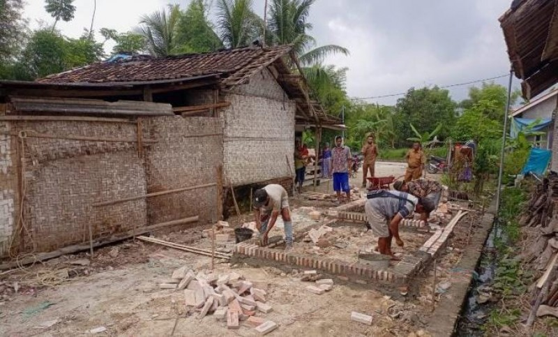 Tiga KK di Bandanhurip Dapat Bantuan Stimulan Bedah Rumah