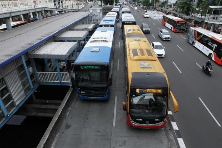 Tiga Layanan Transjakarta Setop Sementara Akibat Banjir