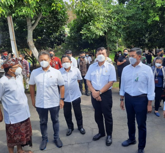 Tiga Menteri Pastikan Kelancaran Vaksinasi Bersama BPJamsostek di Denpasar