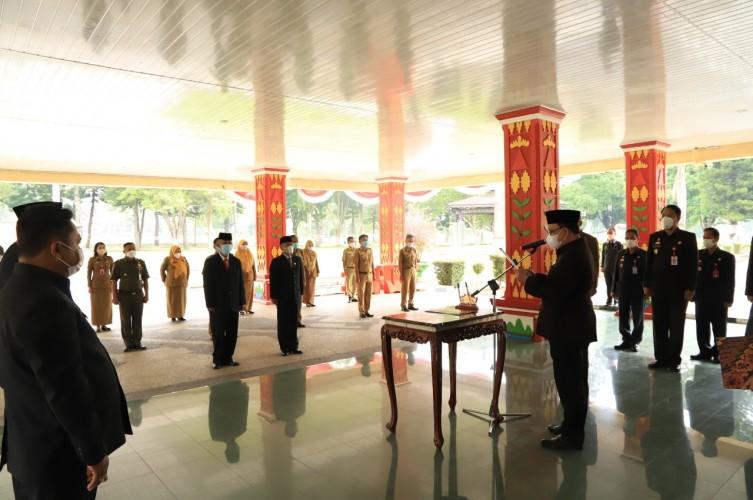 Tiga Pejabat Eselon II Pemkab Lambar Dimutasi