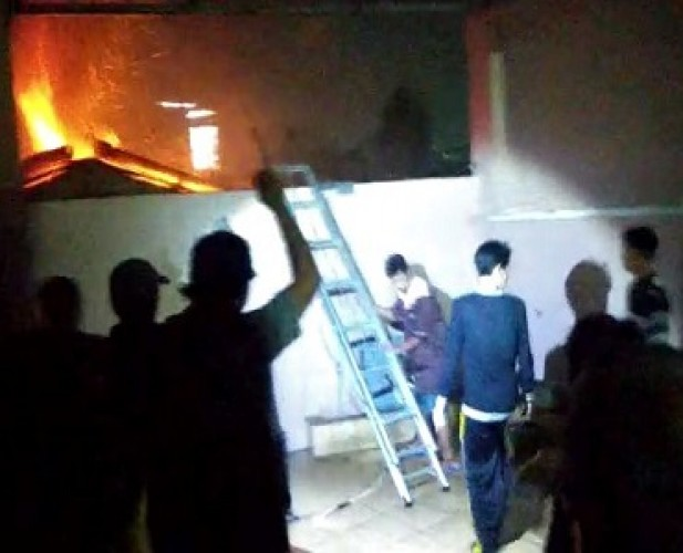 Tiga Rumah di Tamim Terbakar