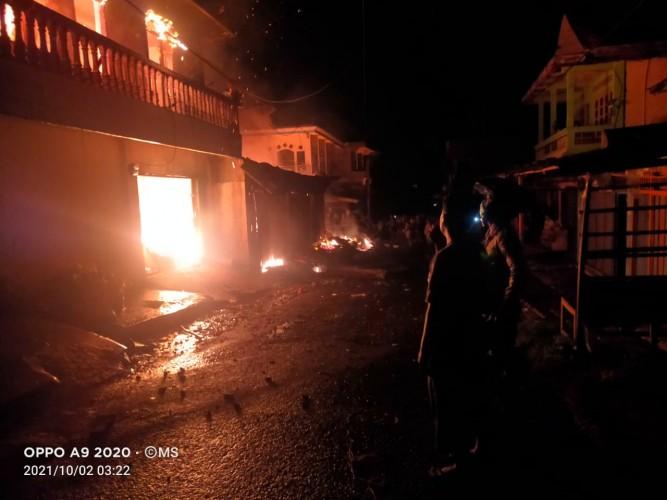 Tiga Toko di Pasar Bukitkemuning Lampura Terbakar