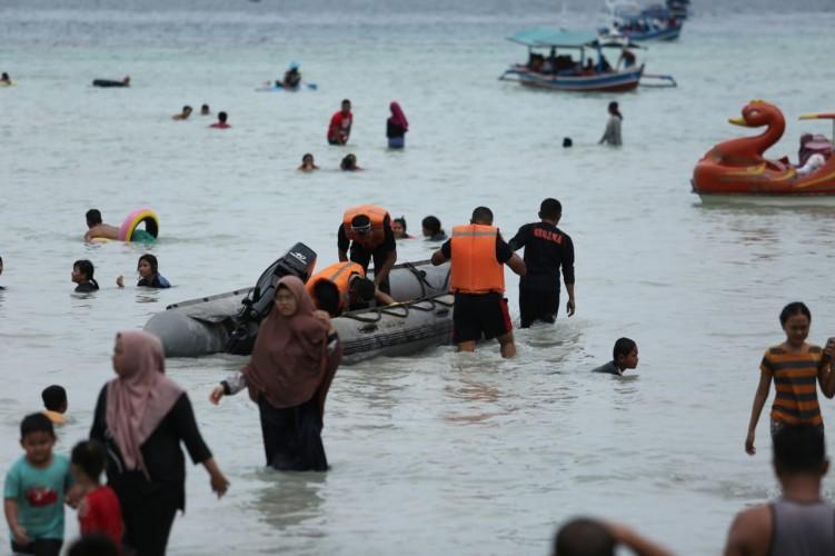 Tim SAR Brimob Siaga di Objek Wisata Pantai