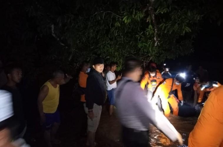Tim SAR GabunganTemukan Satu Korban Hanyut di Way Besai