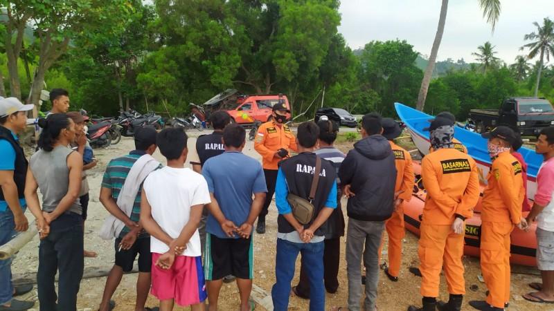 Tim SAR Lanjutkan Pencarian Korban Terseret Ombak di Pantai Belebuk