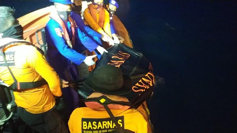Tim SAR Temukan Satu Jenazah Korban Kapal Terbalik di Labuhan Maringgai