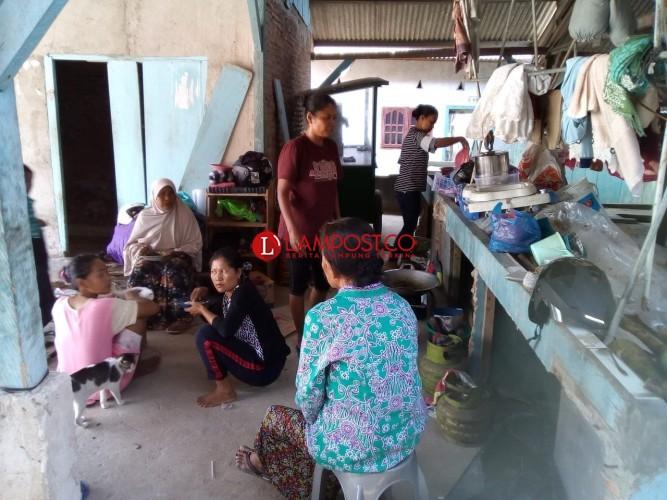 Tinggalkan Kantor DPRD, Warga Eks Pasar Griya Lebih Pilih Hidup Berpindah-pindah