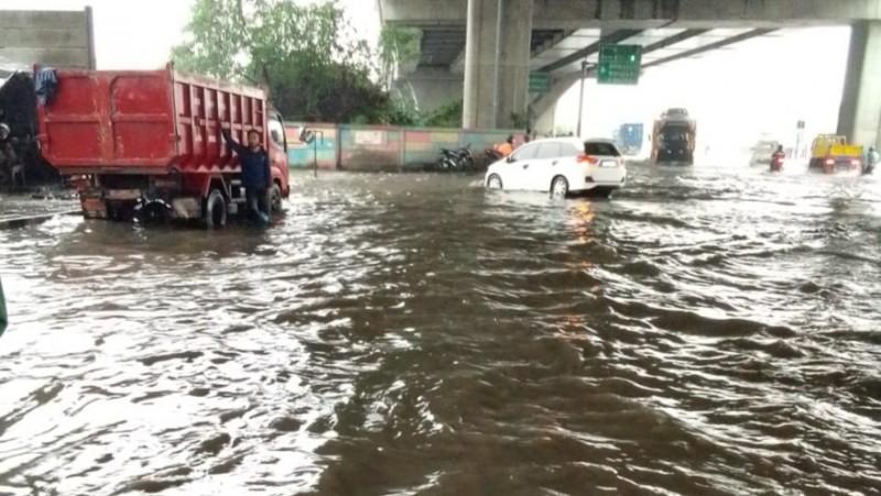 Tinggi Genangan Air di Ruas Jalan Ibu Kota Mencapai 40 Cm