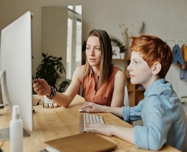 Tips bagi Orang Tua Dampingi Akses Internet Anak di Rumah