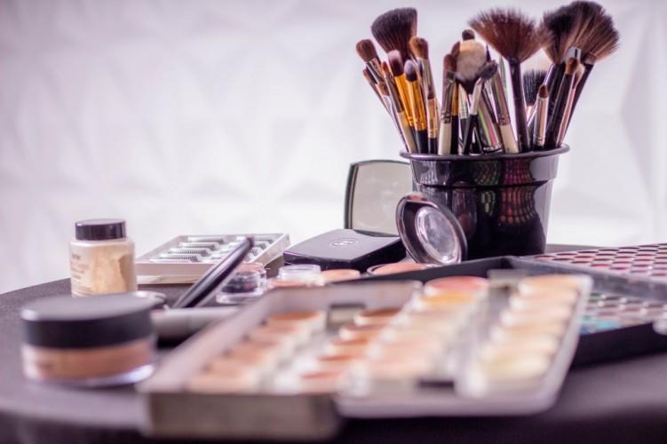 Tips Mengganti Alat-Alat Kecantikan