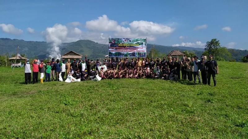 TNBBS Gelar Aksi Bersih-bersih Kawasan Peringati Hari Konservasi