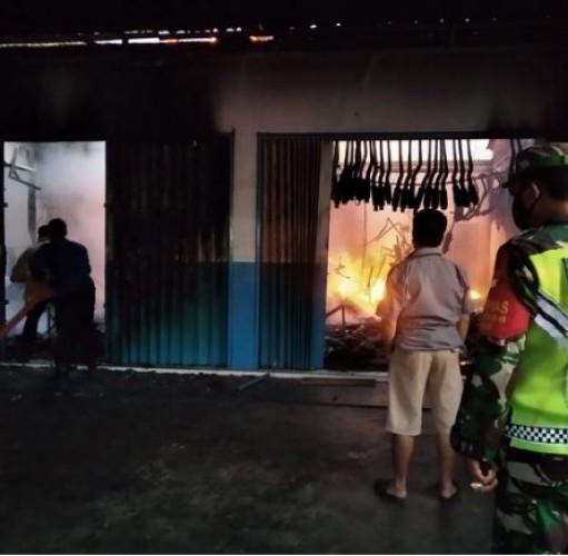 Toko Onderdil Motor di Tanjungbintang Ludes Terbakar