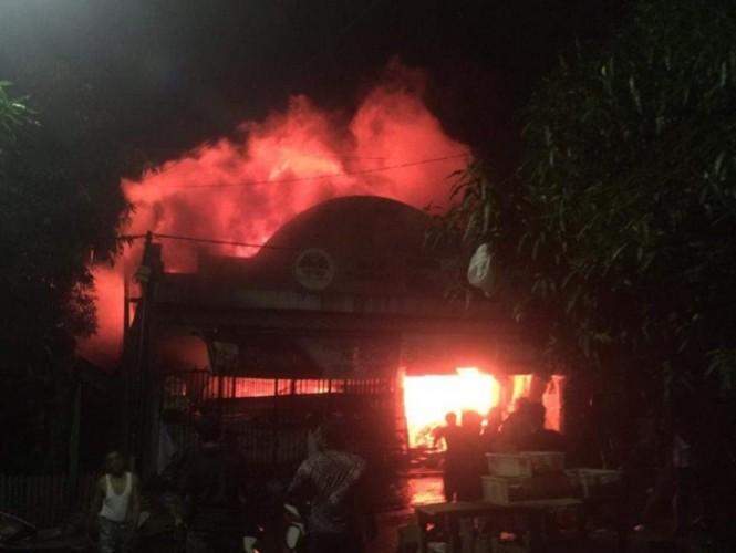 Toko Sembako Ludes Terbakar, Kerugian Ditaksir Rp1,5 Miliar