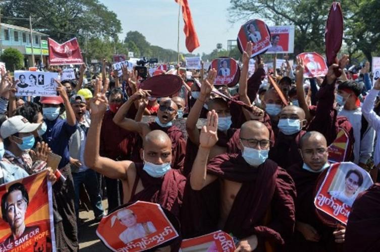Tokoh Seluruh Agama di Myanmar Turun ke Jalan