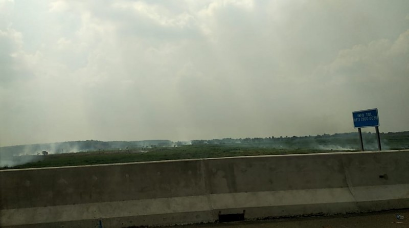 Tol Trans Sumatera KM 189 Diselimuti Kabut Asap