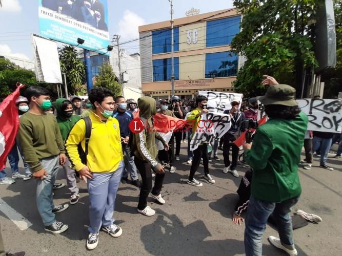 Tolak Omnibus Law, Siswa Hingga Mahasiswa Geruduk DPRD Lampung