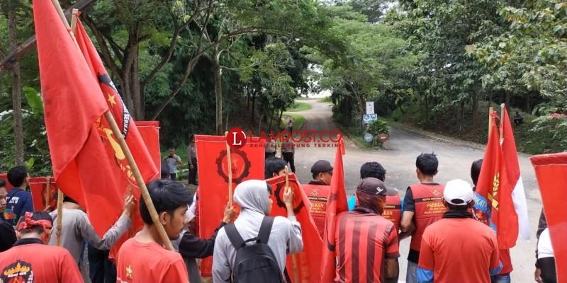 Tolak PHK, Puluhan Buruh PT SBB Gelar Demonstrasi