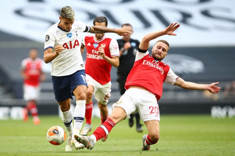 Tottenham Kalahkan Arsenal 2-1