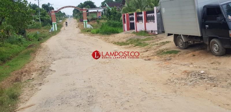 Truk Bertonase Berat Jadi Biang Kerusakan Jalan Donoarum-Sulusuban