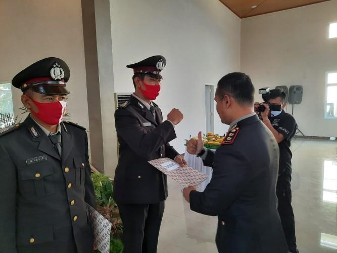 Tujuh Personel Polres Lamteng Dapat Penghargaan