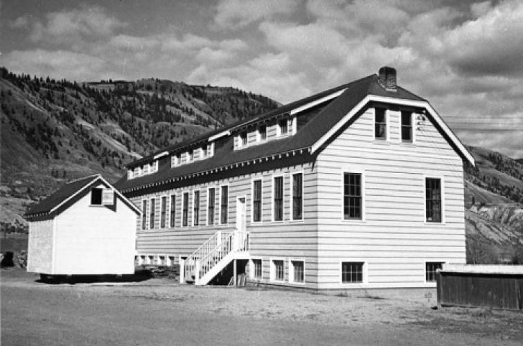 Tulang Belulang 215 Anak-Anak Ditemukan di Bekas Sekolah Kanada
