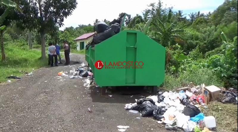 Tumpukan Sampah di RSUD Batin Mangunang Timbulkan Bau Busuk