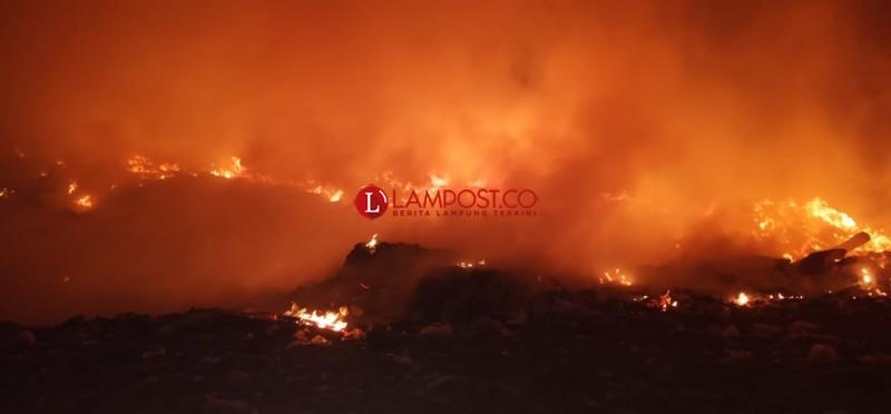 Sampah di TPA Krui Selatan Sempat Terbakar