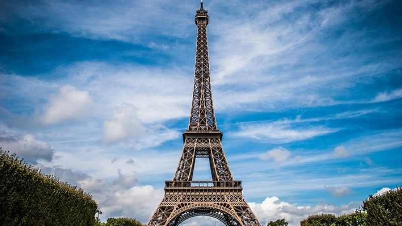 Tutup Paksa Eiffel
