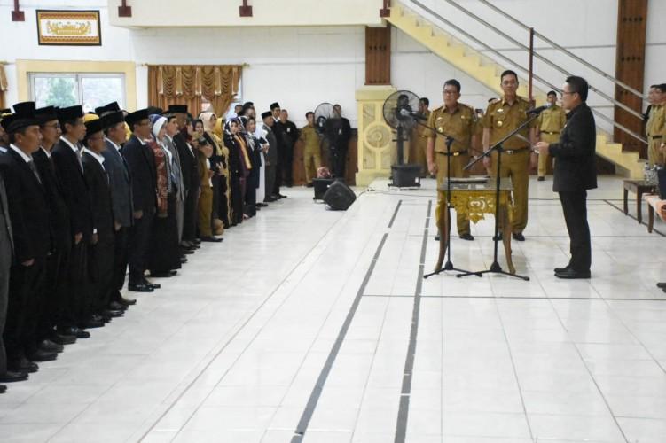 Tutup Tahun, Bupati Lamtim Rotasi 572 Pejabat