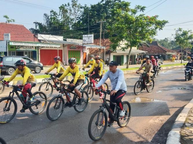 Umar Ahmad Ajak Kajati Lampung Bersepeda Keliling Tubaba
