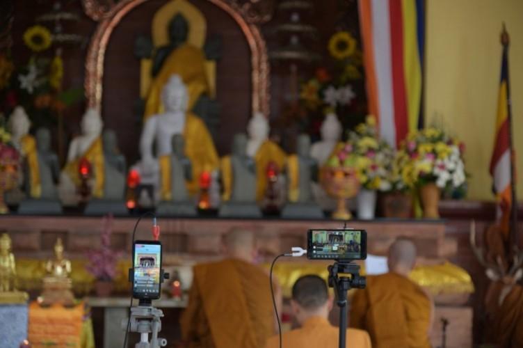 Umat Buddha Lampung Rayakan Waisak Secara Online