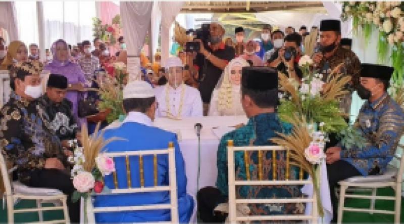 Unik, Dua Rival Calon Bupati Way Kanan Jadi Saksi Pernikahan