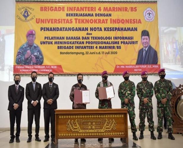 Universitas Teknokrat Tingkatkan Profesionalisme Personel Brigif 4 Marinir di Bidang Bahasa Asing dan Teknologi