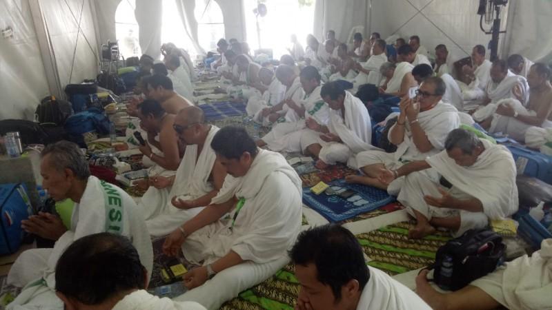 Usai Lontar Jumrah, Jemaah Haji Kloter 7 JKG Bandar Lampung Fokus Ibadah