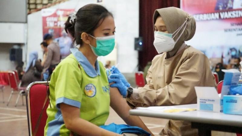 Vaksinasi Nakes Tahap Pertama di Lampura 100 Persen