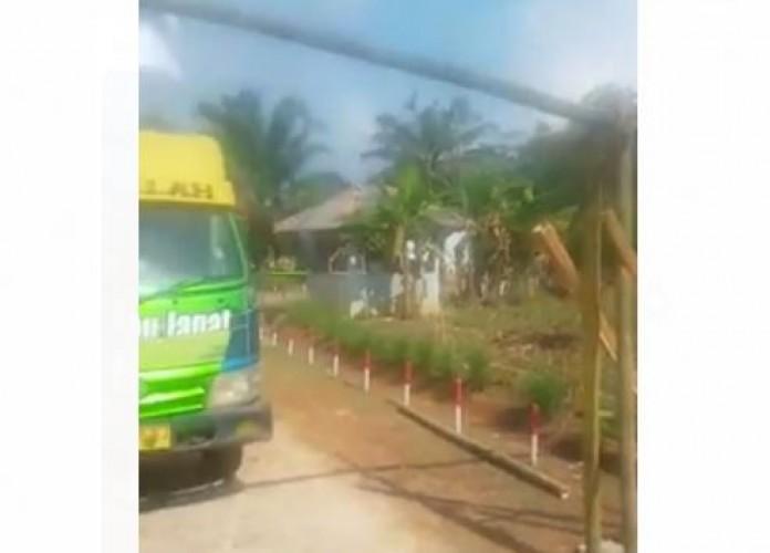Viral Sopir Truk Emosi Jalan di Dusun Sendang Ayu Diportal